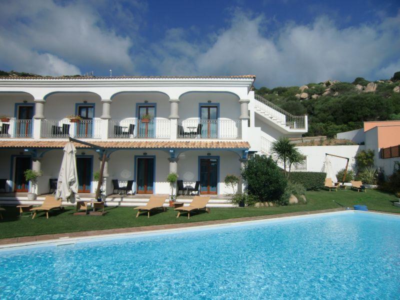 Sardinien reisen f r singles das singlehotel ist der for Unterkunft sardinien