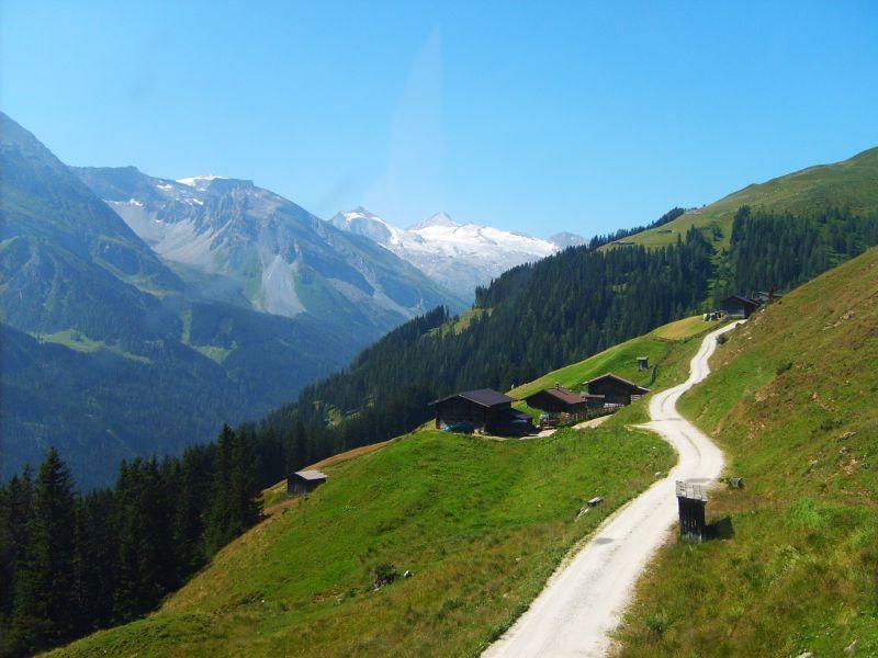 Das idyllische Tiroler Örtchen Kappl überzeugt mit echter Tiroler ...