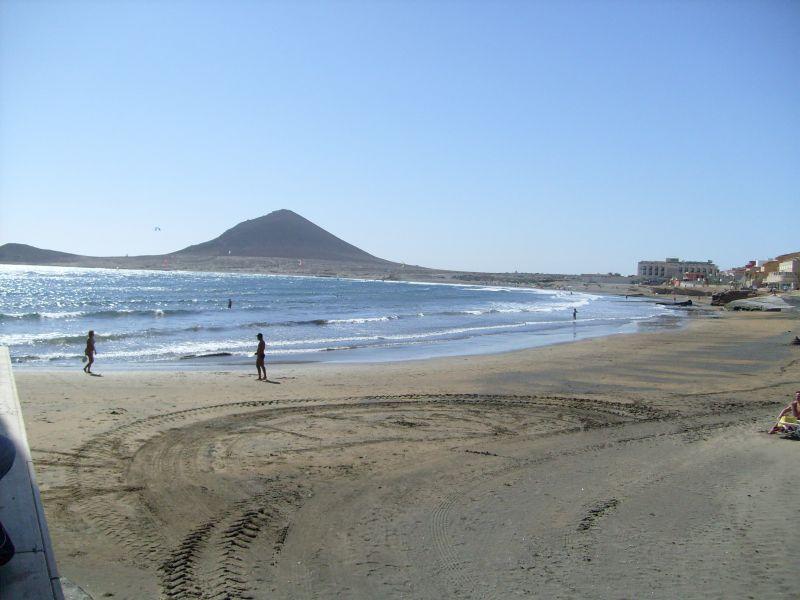 Der strand liegt unmittelbar vor dem hotel